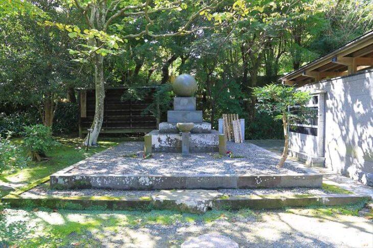 浄智寺 世界平和の塔?