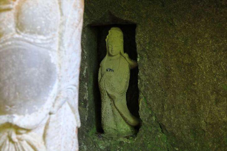 浄智寺 布袋尊像の後ろの観音像
