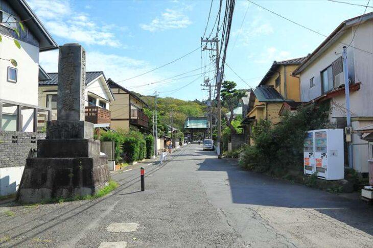 妙本寺への参道