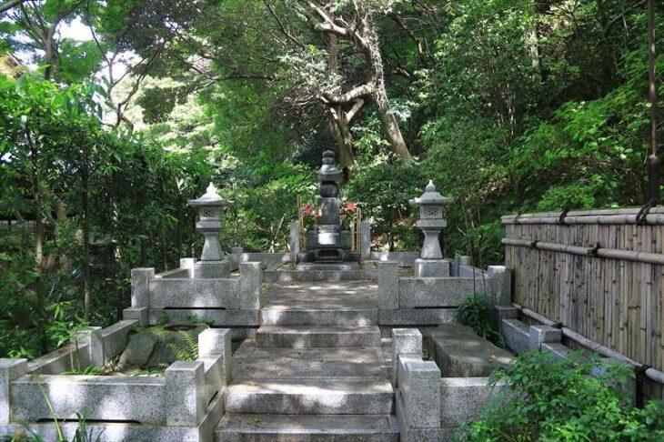 妙本寺 歴代住職の墓