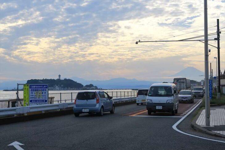 七里ガ浜の行合橋のTの字交差点